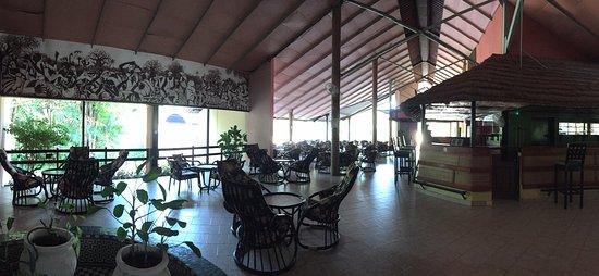 Senegambia Beach Hotel: Bar hotel