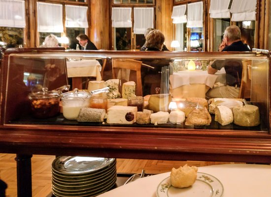 Hotel Taillard : The cheese trolley at 6 euros is a bargain.