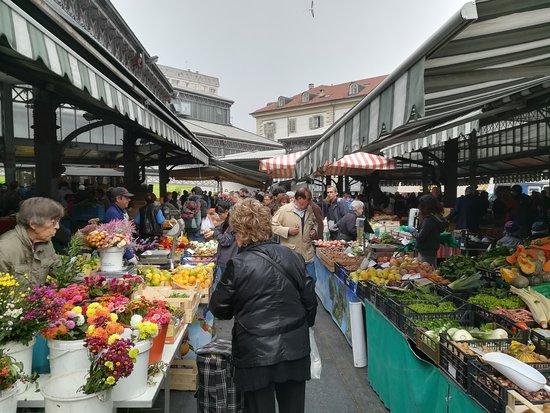 Al mercato di porta palazzo in tour foto di guide - Mercato coperto porta palazzo orari ...