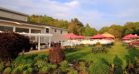 Wells - Ogunquit Resort Motel & Cottages: BBQ and Picnic Breakfast Area