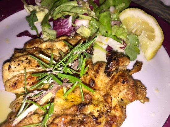Montecorice, Italy: pollo intaccato con insalata