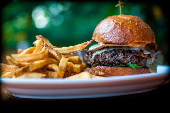 Ellicott City, MD: The White Oak Burger