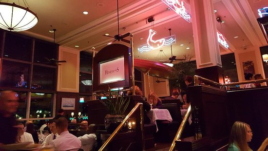 Hemenway's Seafood Grill & Oyster Bar: Smart decor