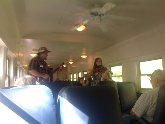 Great Smoky Mountains Railroad : Live music on train ride