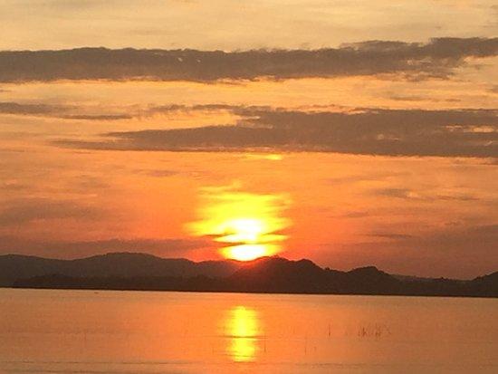Pueblo Por La Playa: sunrise