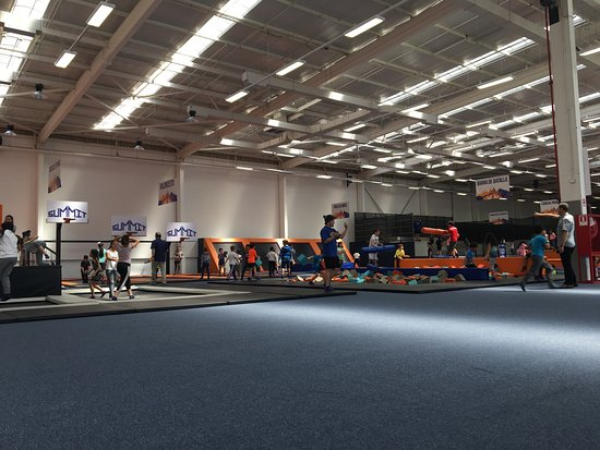 ‪Summit Trampolin Park‬