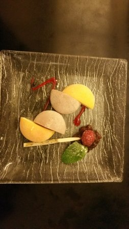 Kakinuma: Mango and blueberry sorbet in rice dough of the same flavour