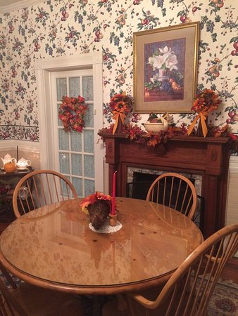 Sunrise Farm Bed and Breakfast: Dinning room