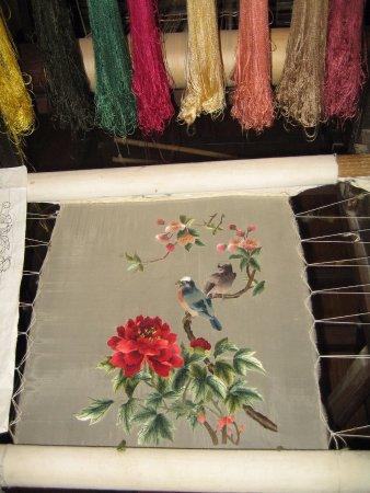 Suzhou Silk Museum: Родина шелкопрядения. Музей шелка. Шелковое панно