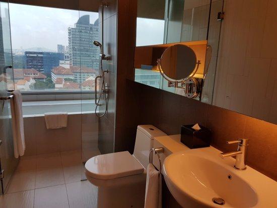 Somerset Ampang Kuala Lumpur: Nice bathroom and toiletries.