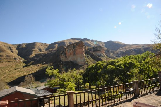 Golden Gate Highlands National Park: Vue sur le Butress head de la terrasse des chalets du Golden Gate