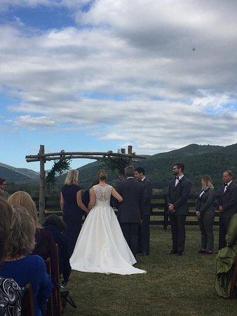 Crozet, VA: Ceremony