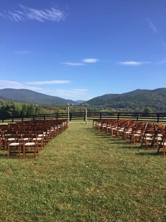 Crozet, VA: Montfair Chairs at ceremony