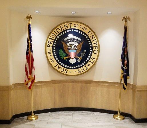 John F. Kennedy Presidential Museum & Library : Presidential seal