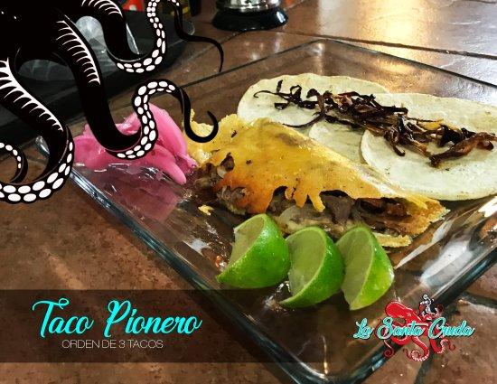 Cuautitlan Izcalli, Mexique : Tacos pioneros (Costra de queso, asada, cebolla, jamón, tocino)