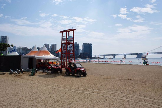Gwangalli Beach: getting ready for another day
