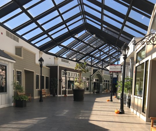 ‪Shops at Harbor Village‬