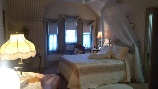Rocking Horse Manor Bed and Breakfast: 20171014_180406_large.jpg