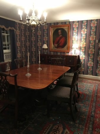 Grafton, Вермонт: In White Gates, dining room table if you want