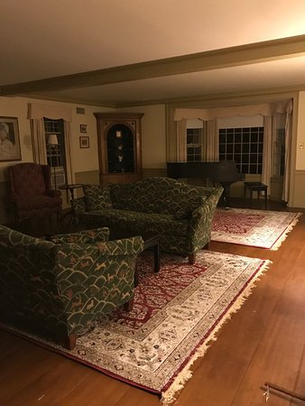 Grafton, VT: Parlor area in White Gates