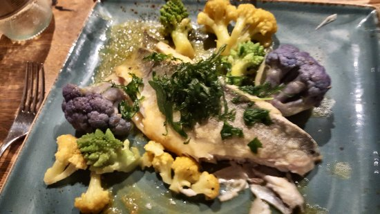 Brandesburton, UK: Delicious sea bass - just look at the cauliflower which was delicious