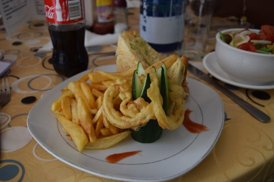 Ndola, Zambia: We asked for a chicken salad sandwich and the meal was presented very nicely, and tasted great!