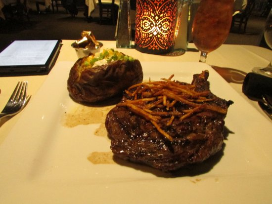 West Memphis, Арканзас: Bone in Ribeye with baked potato