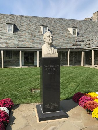Hyde Park, NY: Bust of FDR in from of Library