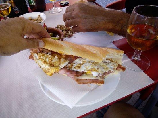 Enguera, สเปน: Tortilla, bacon , ........