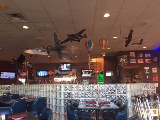 Franklin, Пенсильвания: Lots of WWII model aircraft hanging from the ceiling.