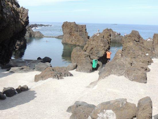 Porto Moniz Natural Swimming Pools: une des piscines naturelles