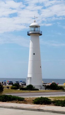 Biloxi Visitors Center : From the parking lot at the Visitor's Center is a beautiful view of the Biloxi Lighthouse