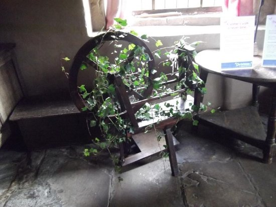 Hutton le Hole, UK: Spinning wheel out of action for the 12 days of Christmas