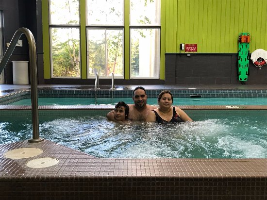 Cranberry Resort: Enjoying the hot tub with wife and 13 old son- loving it!