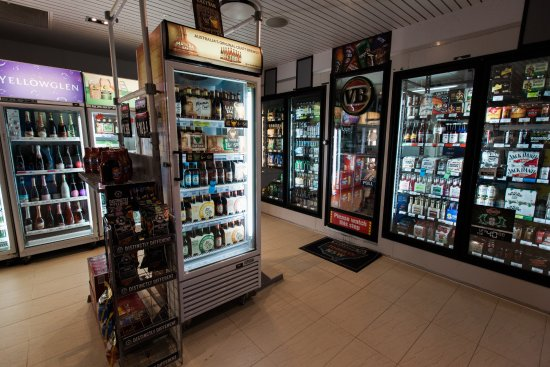 Bogangar, Australia: Fully stocked bottle shop open from 10am 7 days