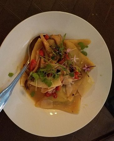 The Tasting Room at The Edgewater: Goat Cheese & Shitake Ravioli -- Wow!