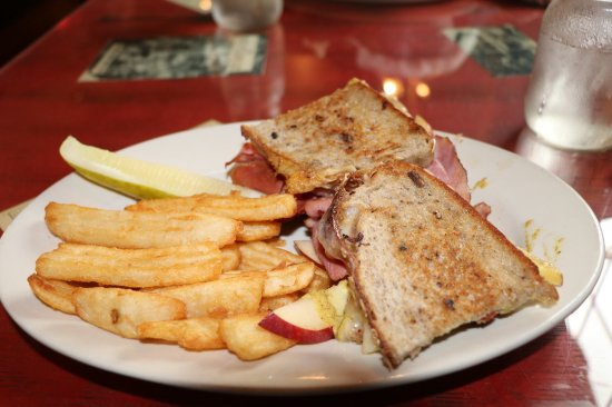 Weston, VT: Ham and cheese with apple