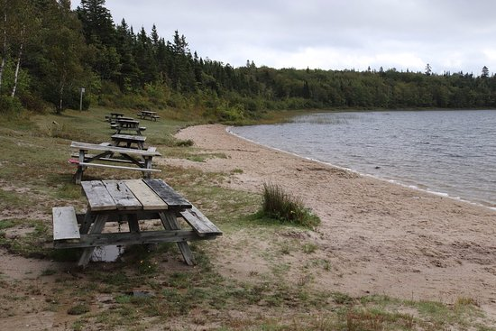 Boularderie, Canadá: Lots of picnic tables