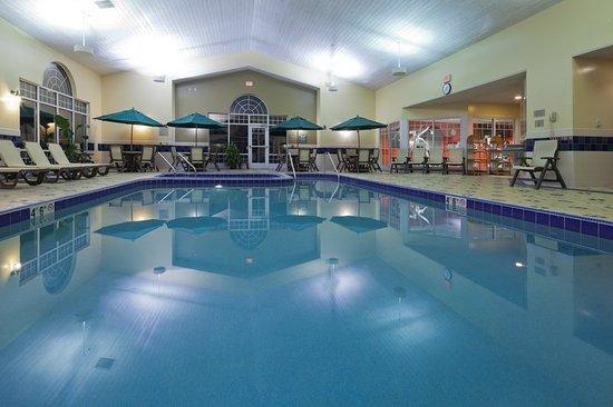 Brookfield, WI: CountryInn&Suites MilwaukeeWest Pool