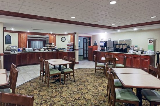 Brookfield, WI: CountryInn&Suites MilwaukeeWest BreakfastRm