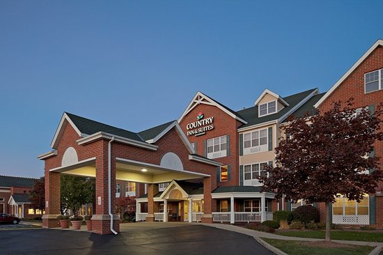 Country Inn & Suites By Carlson, Milwaukee West (Brookfield): CountryInn&Suites MilwaukeeWest ExteriorNight