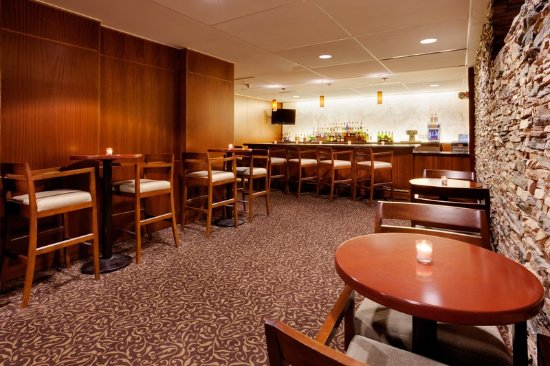 Liverpool, Nova York: Bar and Lounge