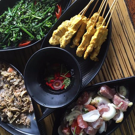 Sepilok, Malezja: Try the Hinava (ceviche-like fish) and the sauteed fern. The best of Borneo!