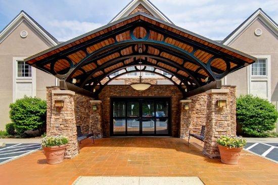 Stratford, CT: Front Entrance