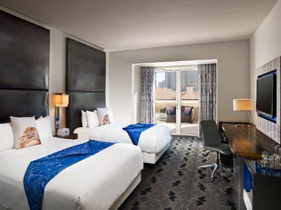 Fantastic suite living room billede af w dallas victory for Klaus k hotel living room