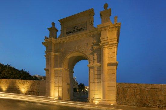 ذا ويستن دراجونارا ريزورت: Historical archway