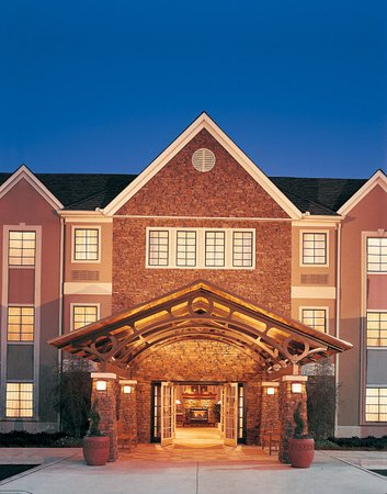 North Brunswick, NJ: Hotel Exterior
