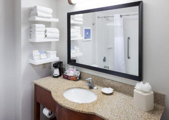Tulare, CA: Guest Bathroom