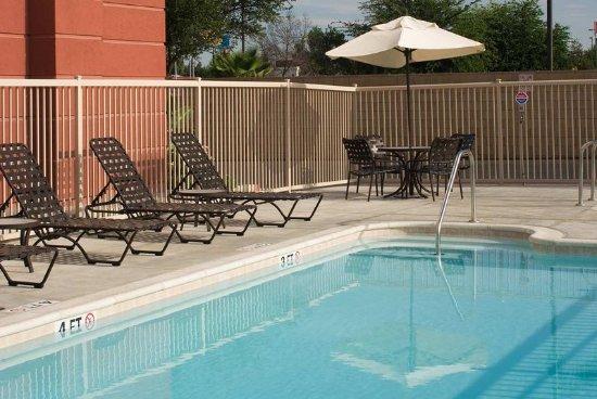 Tulare, CA: Pool