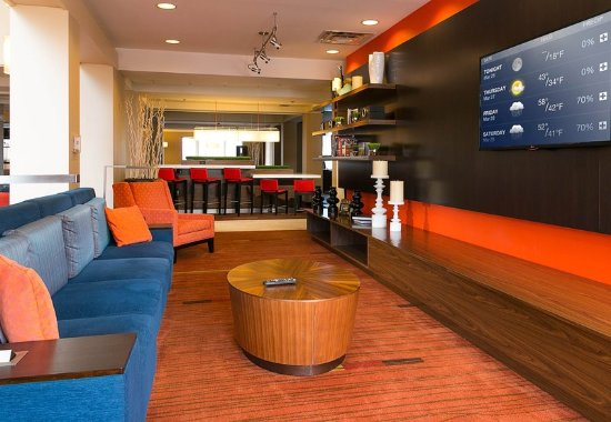 Blue Springs, MO: Lobby - Home Theater